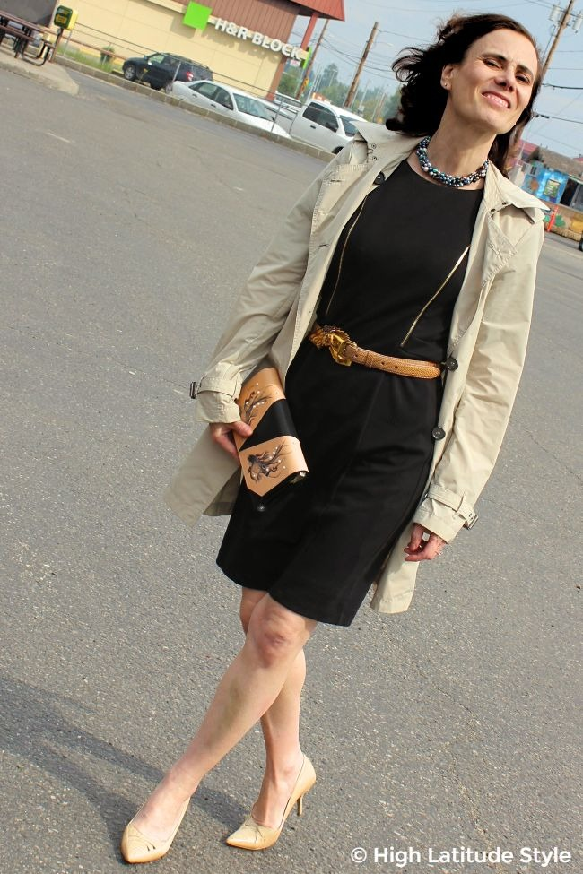 #maturestyle woman in classic posh outfit of sheath, trench, pumps and Bellorita clutch