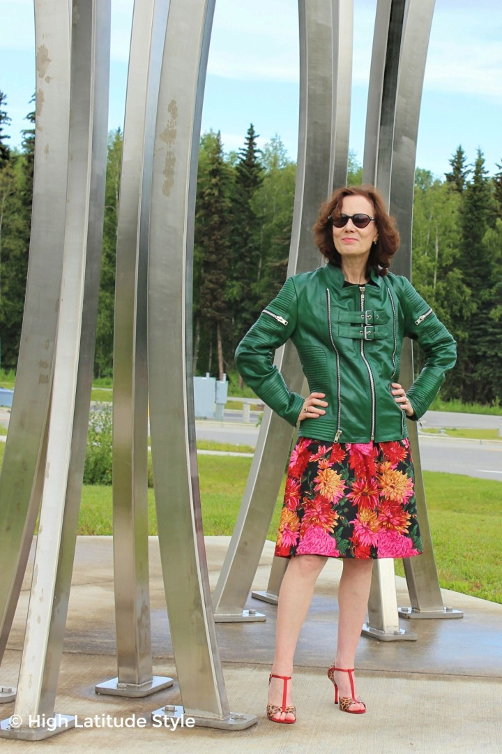 #maturestyle woman in OOTD with zipper and buckles closed in the front