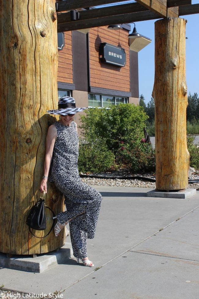 influencer in weekend style with leopard print pants and top hat