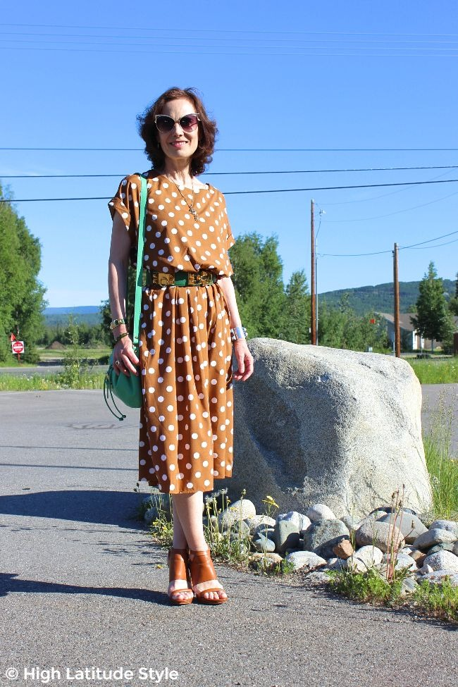 #midlifestyle woman in cooper, white green office outfit and green bag