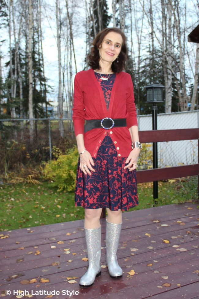 fashion blogger Nicole in floral print dress, cardigan testing DKSUKO Rain Boots for  a Review wellies