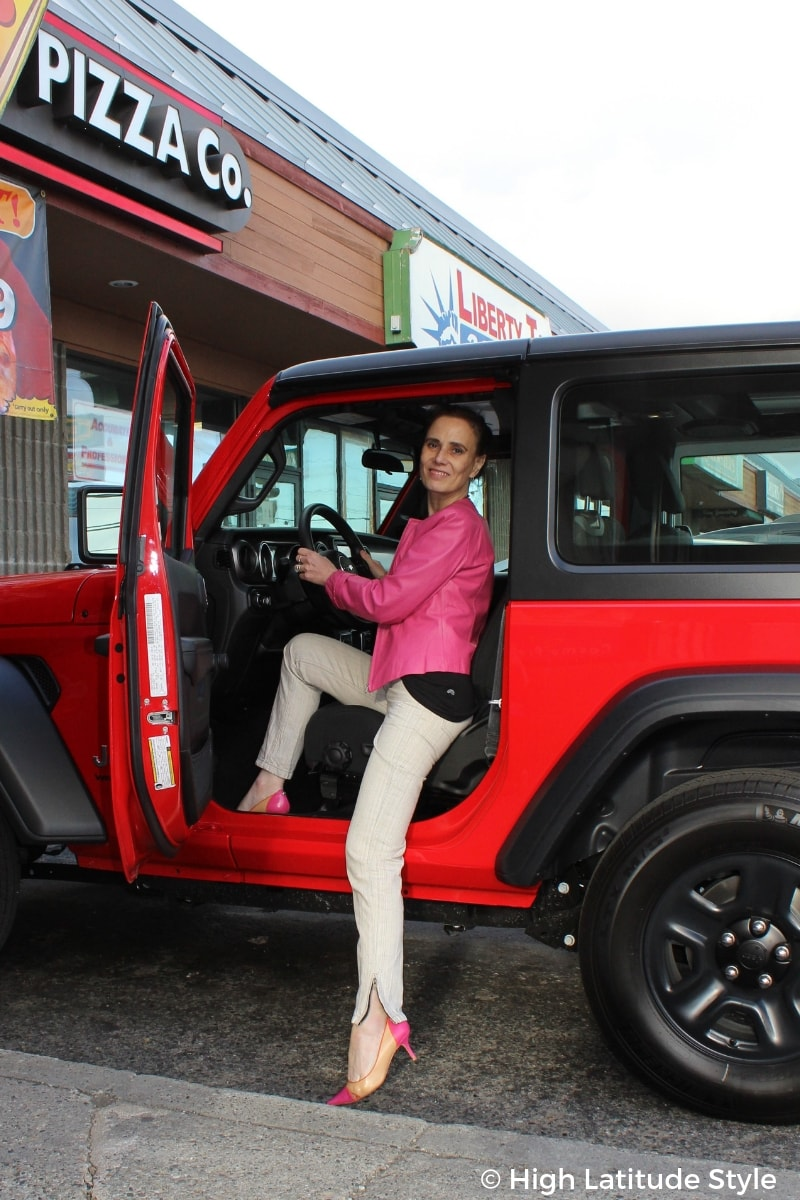 #over50style Nicole with Jeep, trousers, coat and heels