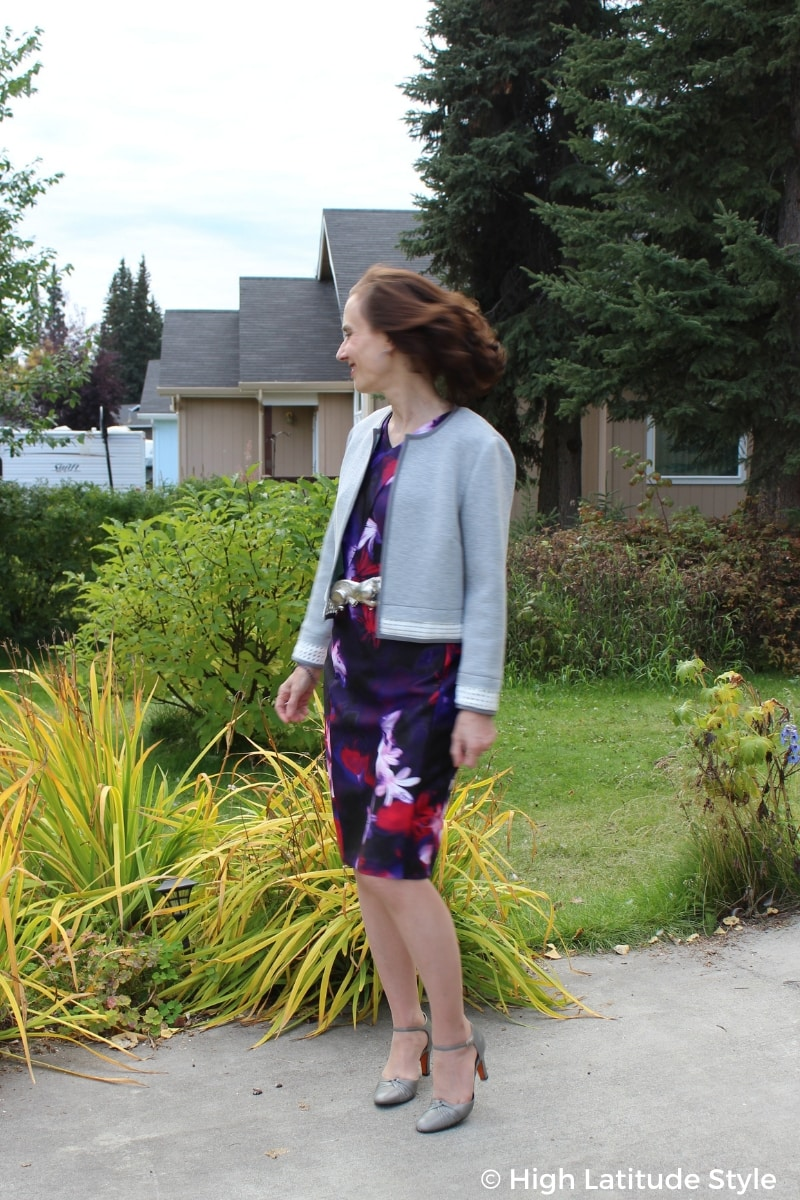 fashion blogger in scuba printed sheath and jacket with pumps
