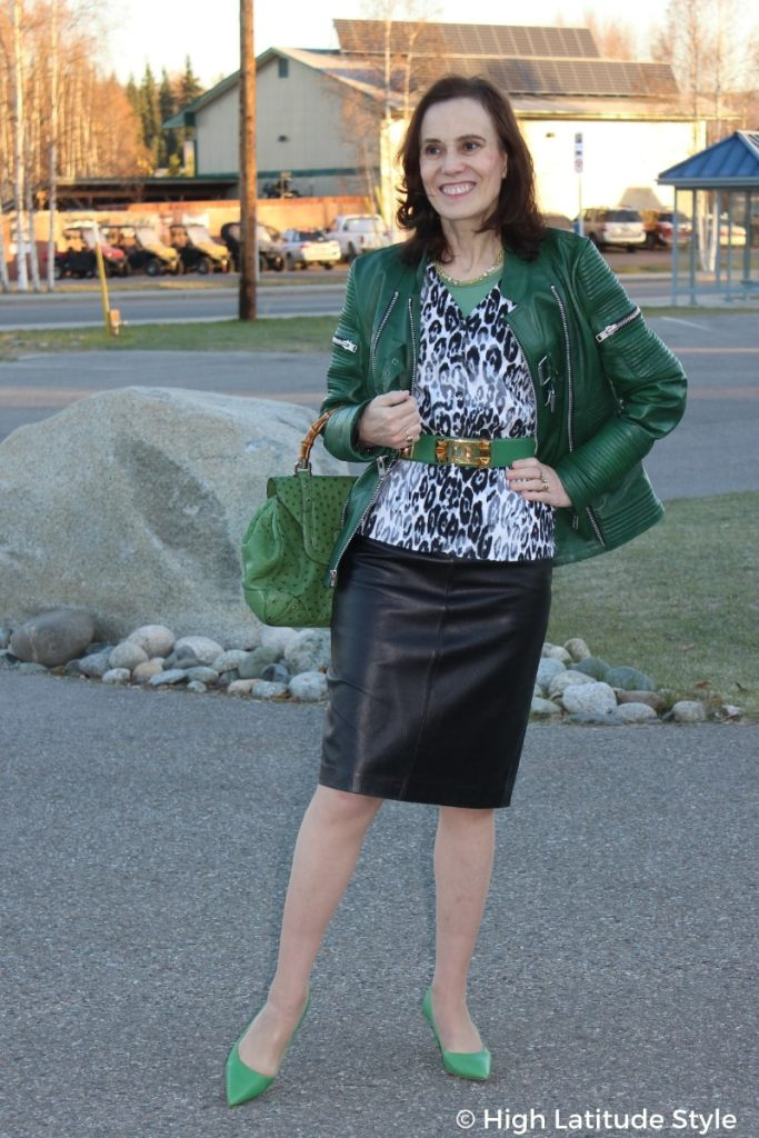 style blogger Nicole donning a fall outfit with three layers in shades of gray and green