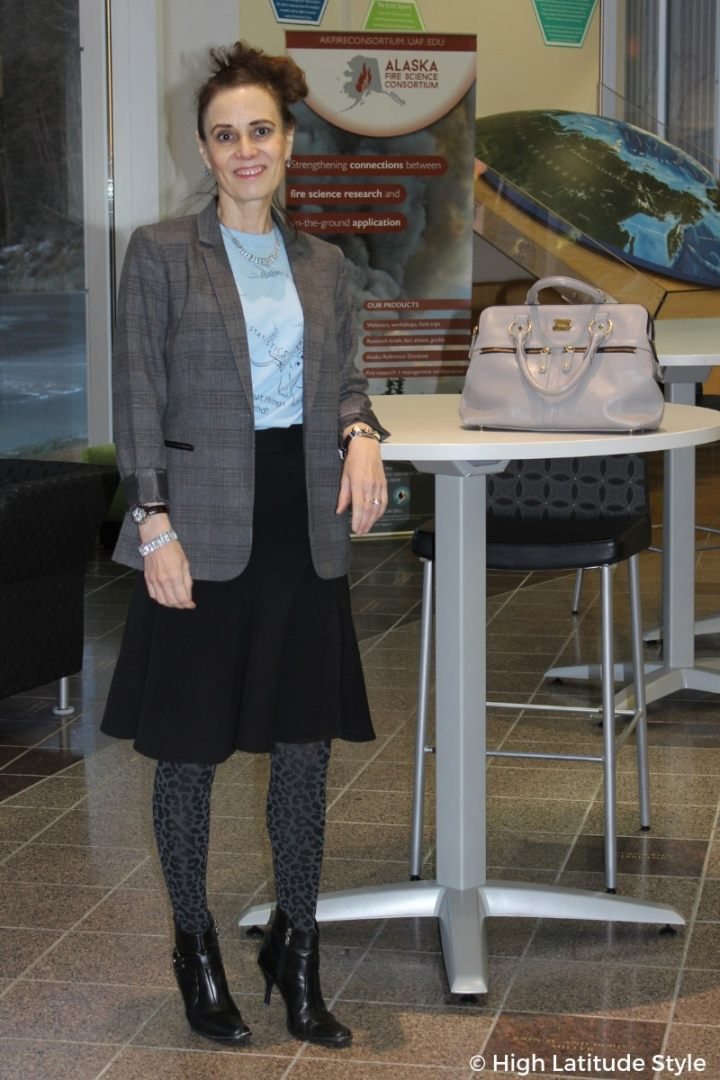 #bloggerstyle Scientist and fashion blogger Nicole in a fake skirt suit with college T-skirt and mixed prints