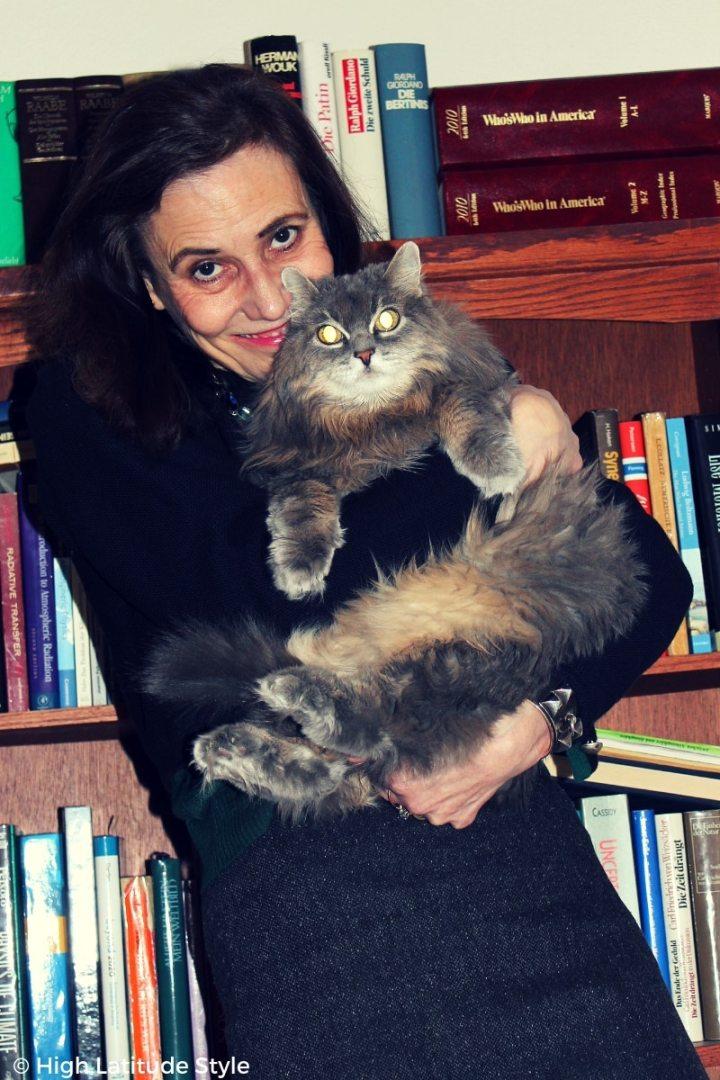 blogger Nicole cuddling her cat #lifestyle