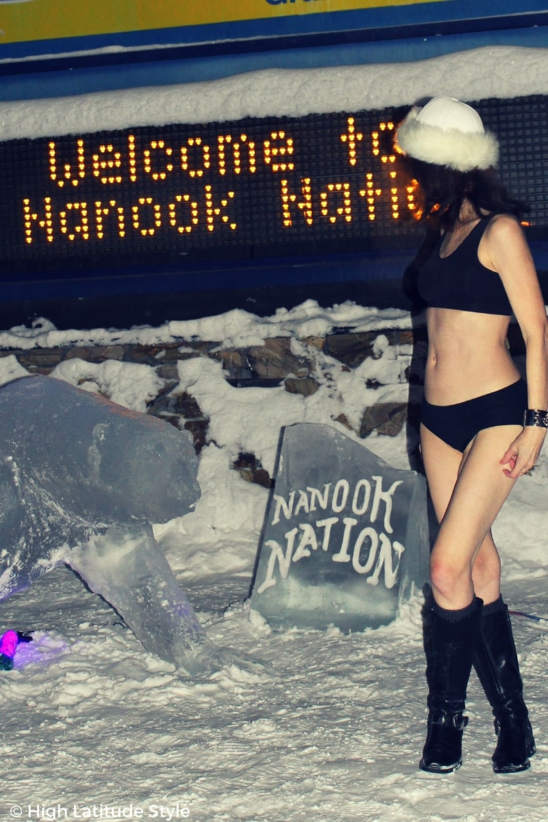 #agelesststyle over 50 fashion blogger Nicole in swimwear