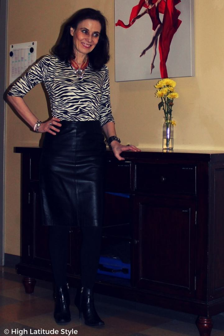 #advancedstyle mature woman with animal print tee and leather skirt