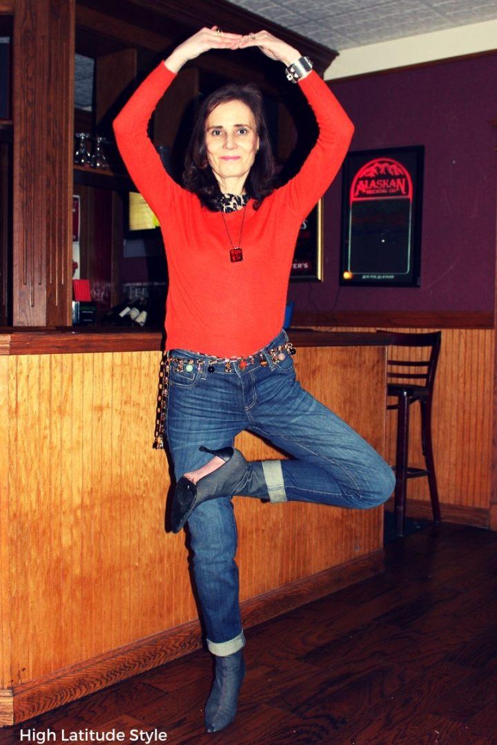 #Weekendlook blogger Nicole having fun in a blue and orange weekend look with trendy leopard