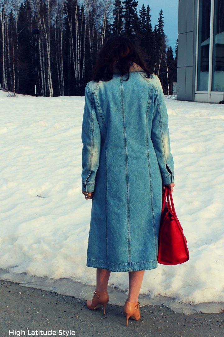 fashion blogger in jean coat and pumps
