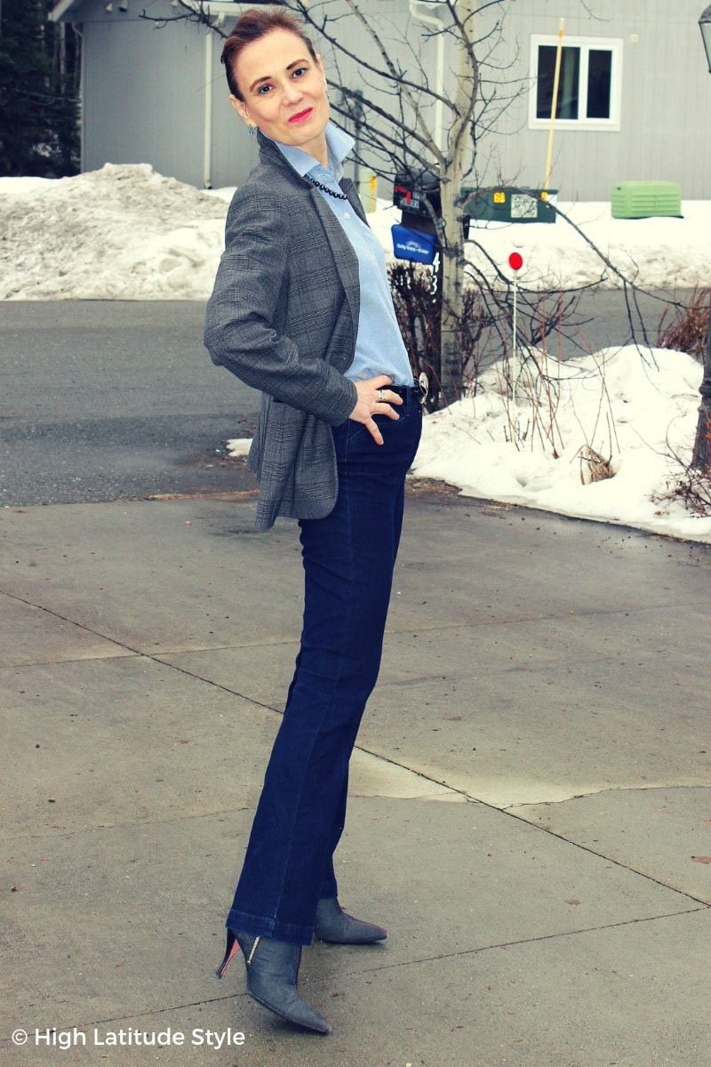 style blogger Nicole posing for the LOTD in blue and gray pieces