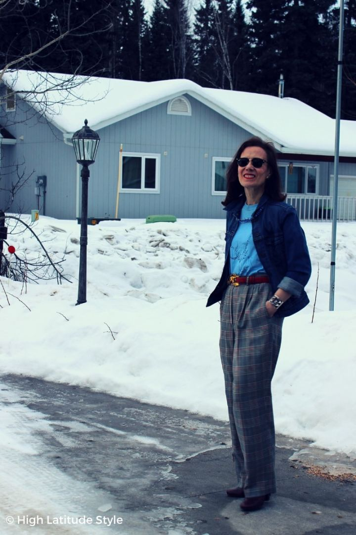 style blogger in wide wool pants, belt, T-shirt, denim jacket casual spring outfit in Alaska