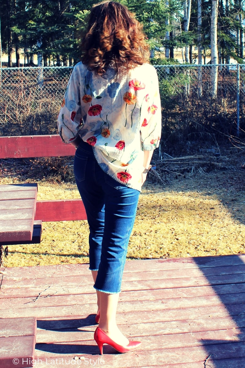 Style blogger looking sexy in classic cropped Ethyl Clothing dressy capri