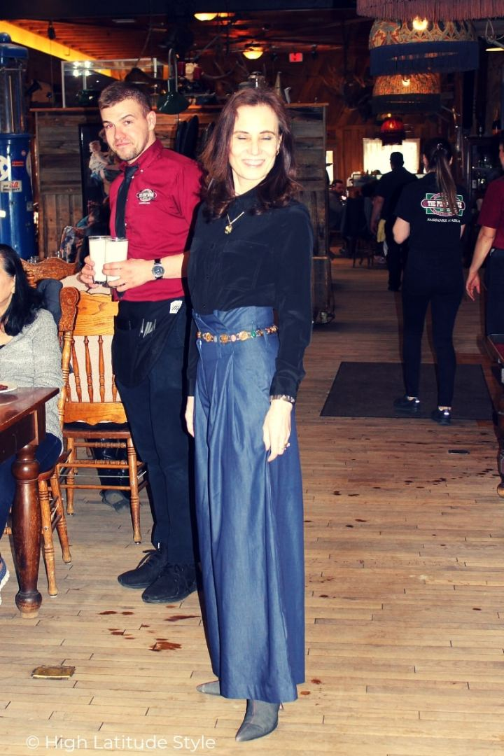 midlife style blogger in paper bag trousers trend posing for a photo at Easter brunch