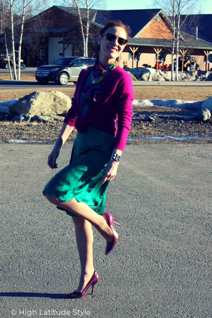 over 50 years old style blogger in a business casual spring office look with cardigan and skirt in teal and fuchsia
