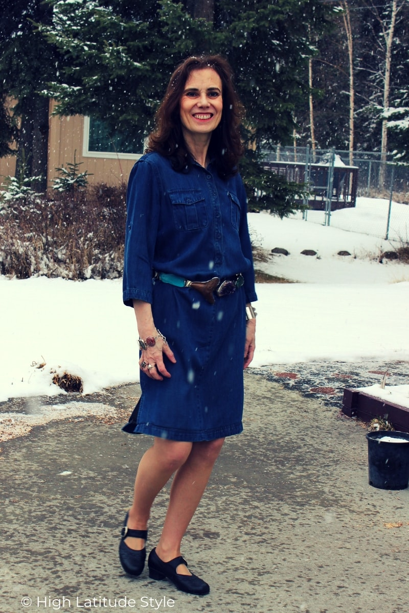 fashion blogger in denim dress and ballerinas