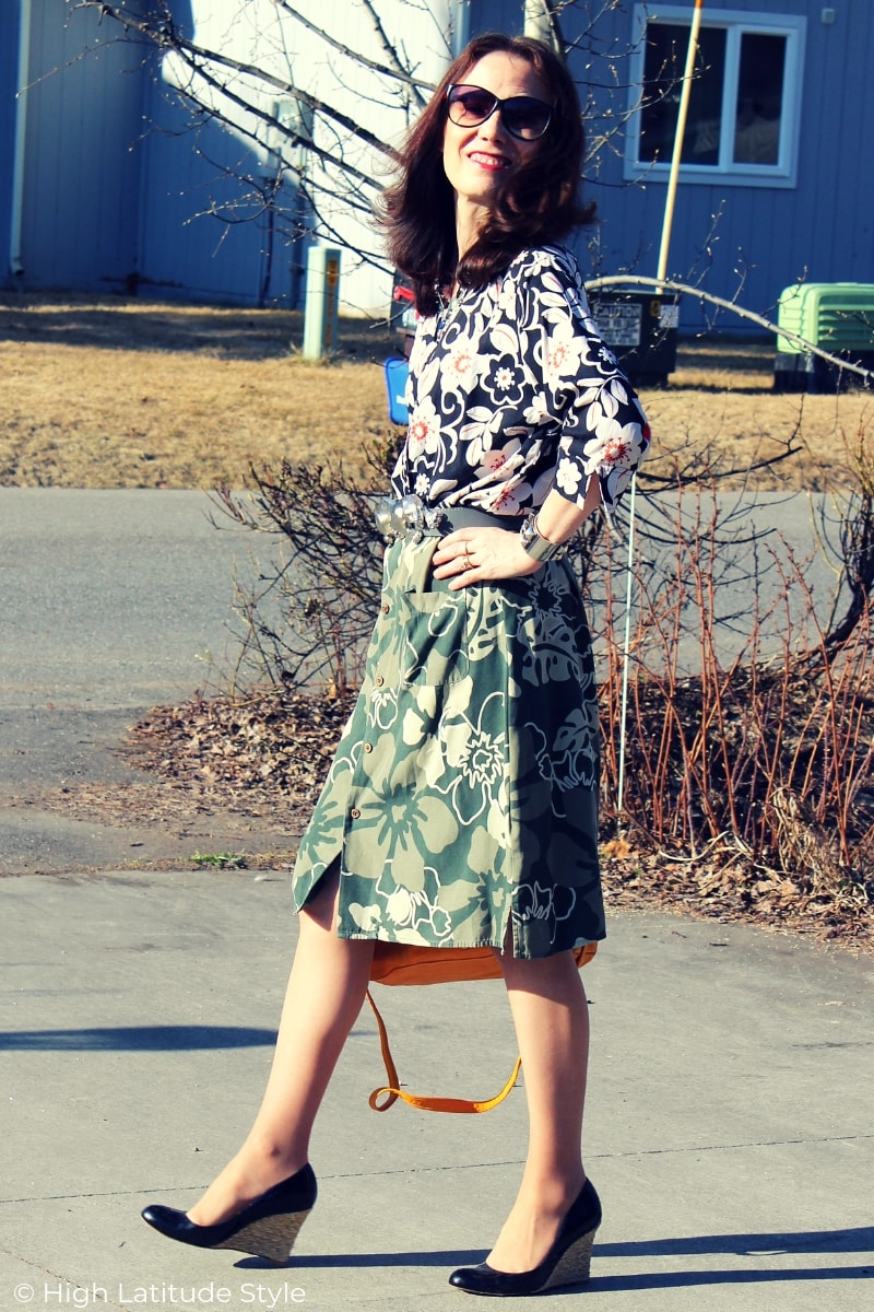 style blogger Nicole in Hawaiian shirt and skirt spring office outfit