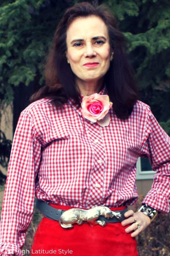 zoom-in on pump belt buckle, pink flower pin, and bangle