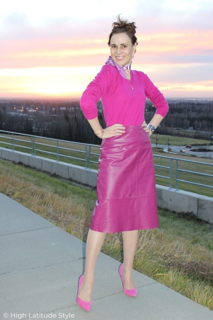 style book author Nicole Mölders posing in an all pink outfit at sunrise