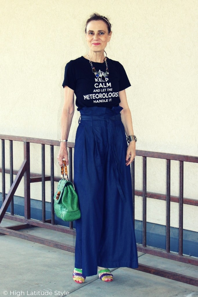 mature woman doing the paperbag pants trend styled with T-shirt and sandals