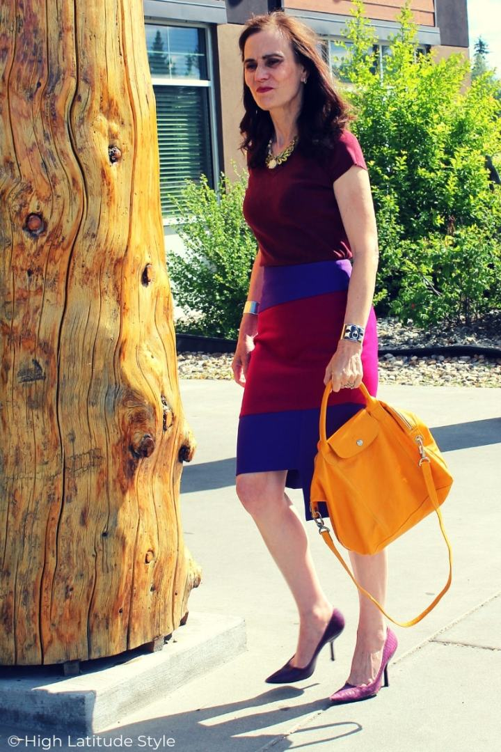 Sideview monochromatic office summer look with Rita Phil skirt