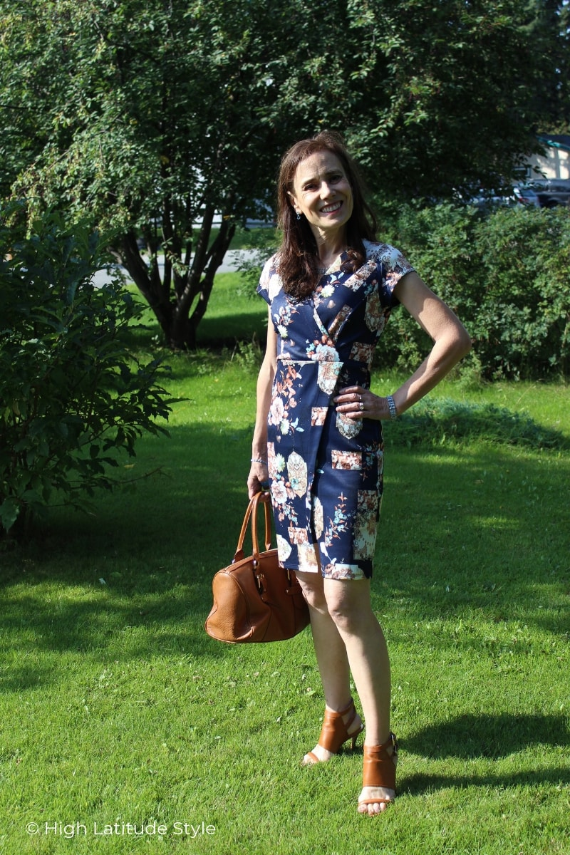 style blogger in navy printed faux wrap dress fall look with satchel and sandals