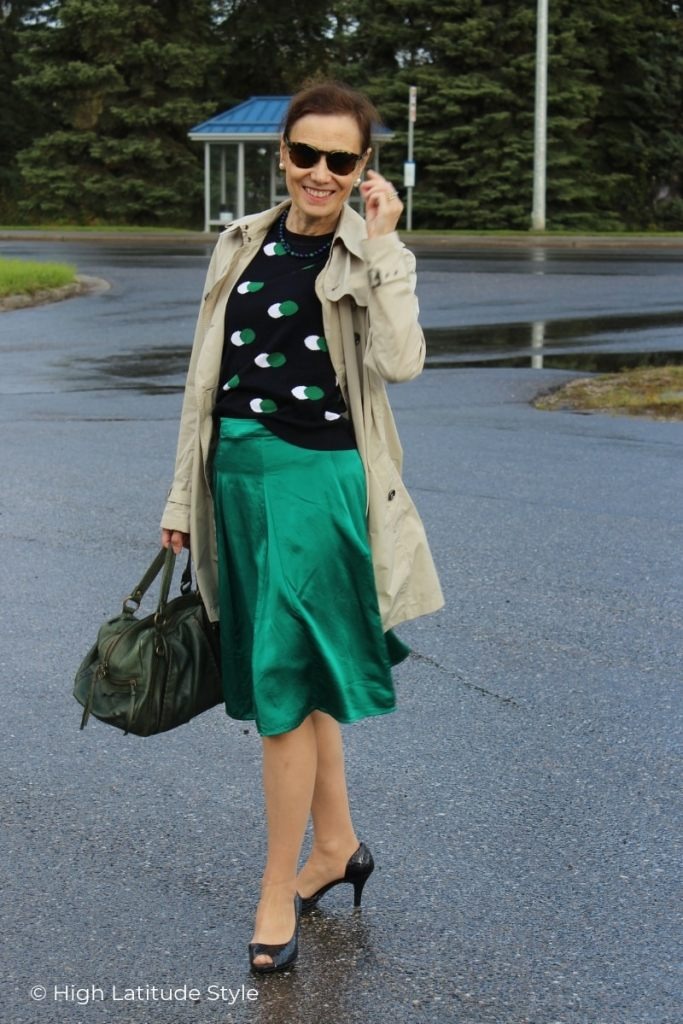 blogger Nicole in blue,taupe, white, green fall outfit with shades