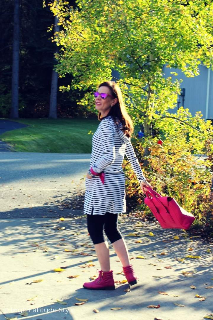 over 50 years old street style blogger in Coolibar casual weekend outfit