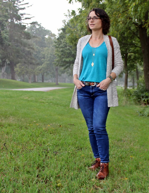 Top of the World Style Winner in cardigan, jeans and top in Pantone colors