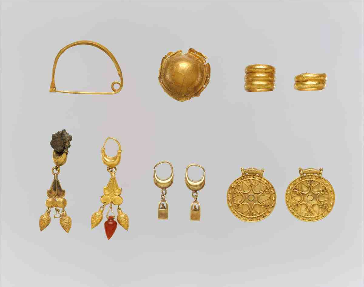 Greek earrings 6th-5th BC