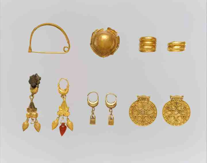 Greek earrings 6th-5th BC