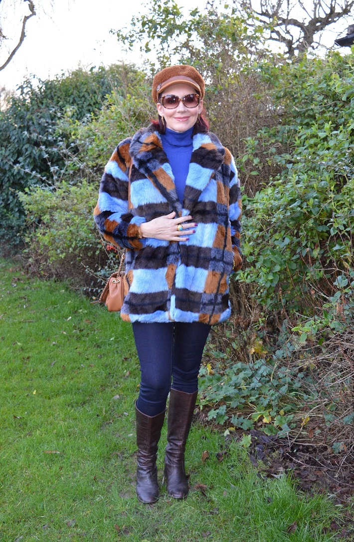 Emma of Style Splash in Teddy jacket, ballon hat, jeans, boots