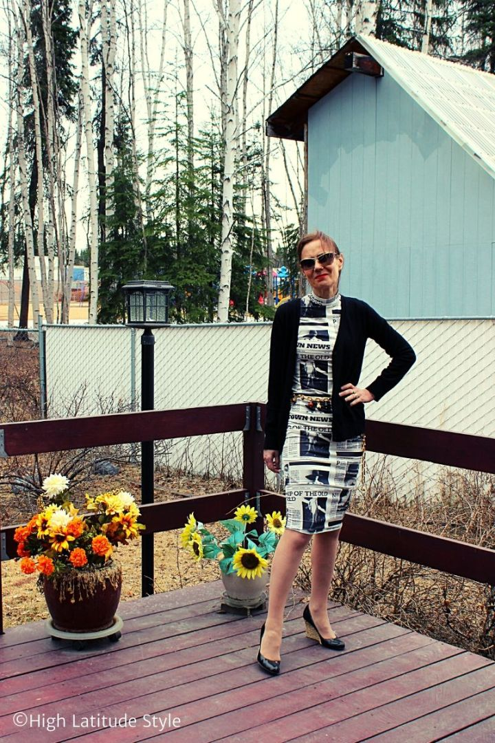 Femme Luxe blogger in trendy newspaper print midi dress styled for work