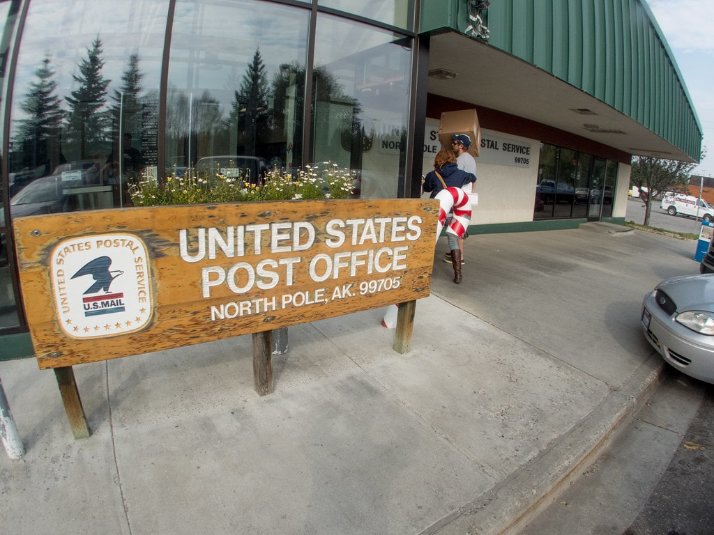 "United States Post Office in North Pola Alaska ""P8080298.jpg"" by Dave Malkoff is licensed under CC BY-NC-SA 2.0"