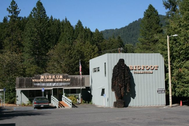 Bigfoot museum in Willow Creek with a wooden stature