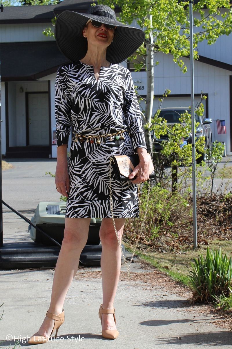 style blogger in black white print dress accessorized with wide brim hat, crossbody bag, flesh color ankle strap heels