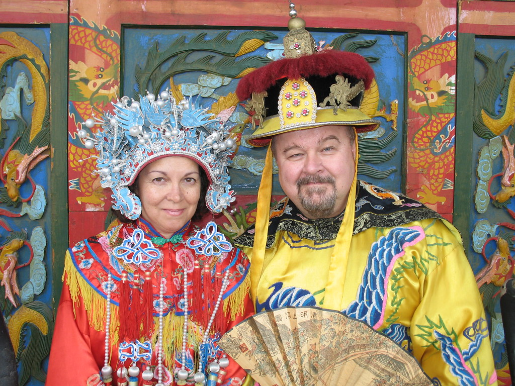 traditional Heian era Japanese outfits worn by the Emperor and Empress by Ric & Bev Birmele CC BY-NC 2.0