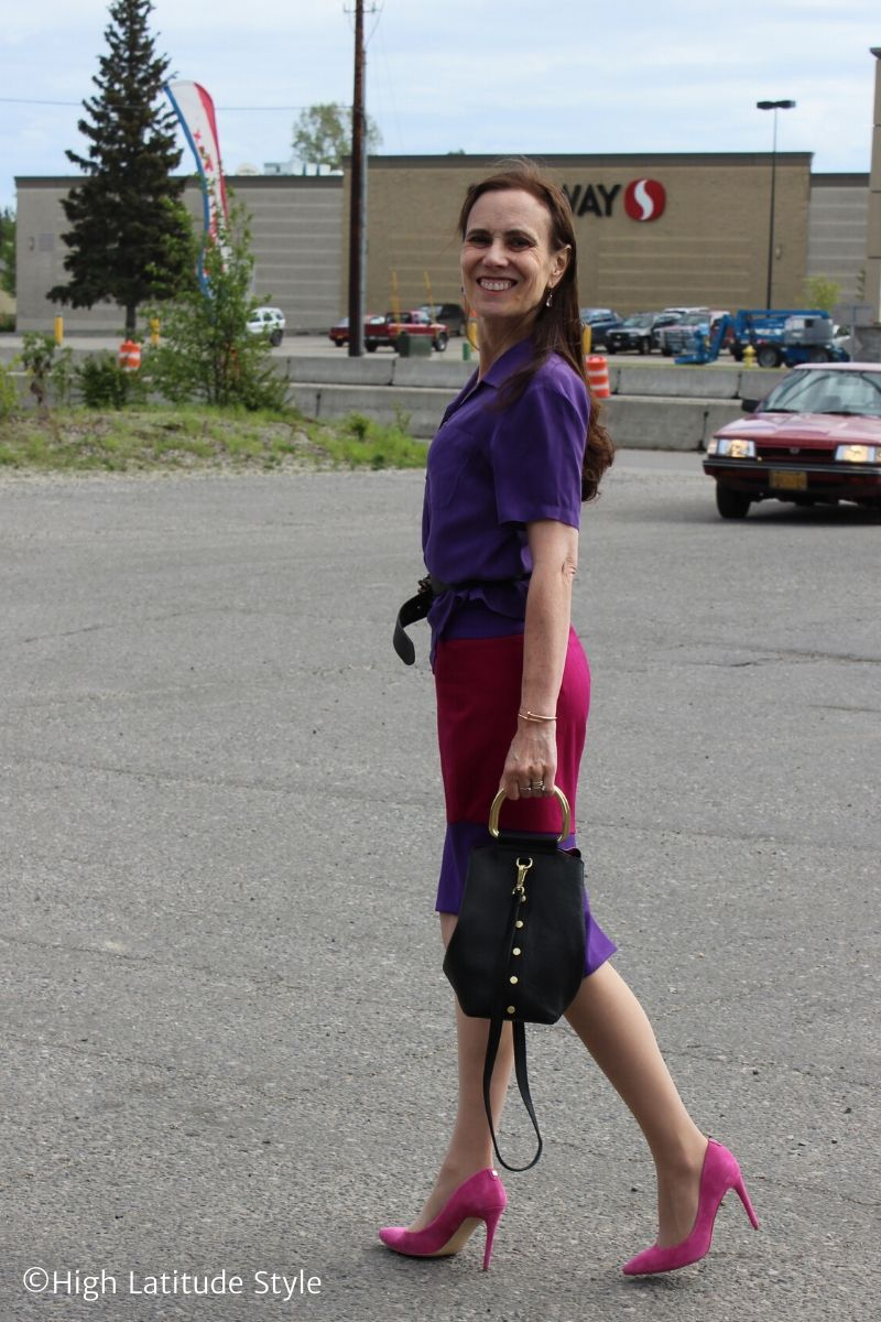 stylist in shirt-skirt look with pumps and bag