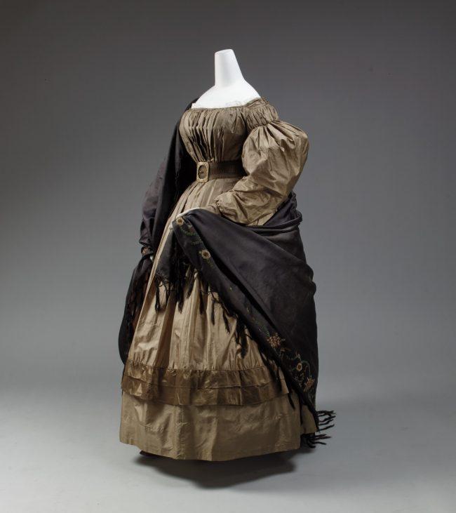 European silk dress 1832-1835 with voluminous skirt and sleeves, tiny waist