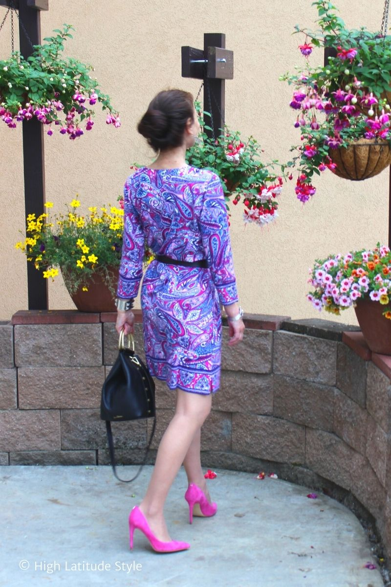 style blogger in paisley dress for autumn