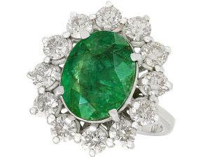 4.82 carat emerald ring with diamond decoration in classic Diana design