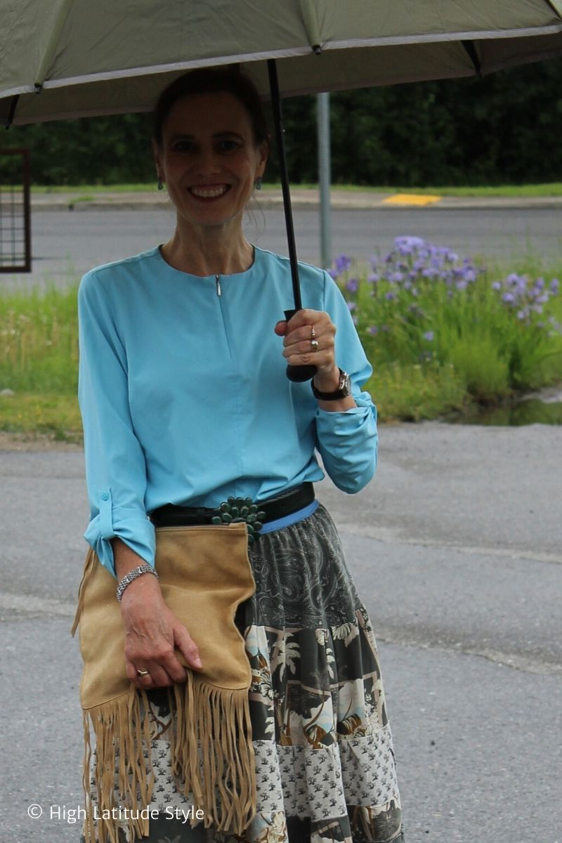 Alaskan blogger carrying a suede fringe bag and umbrella