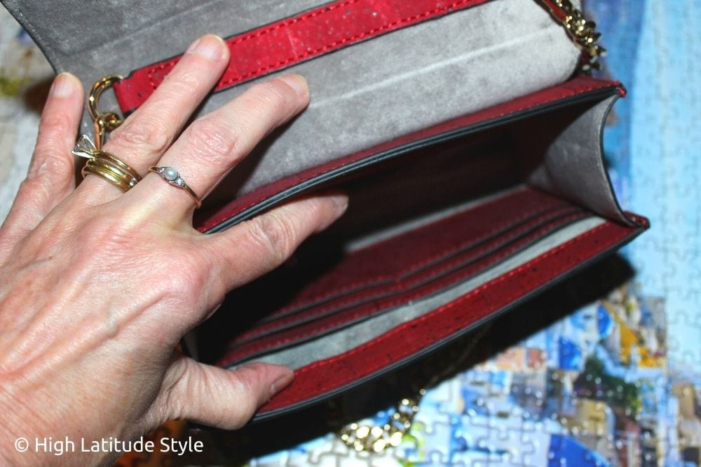 look inside to show card pockets