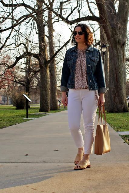 Elke of Ellibelle's Corner in white jeans