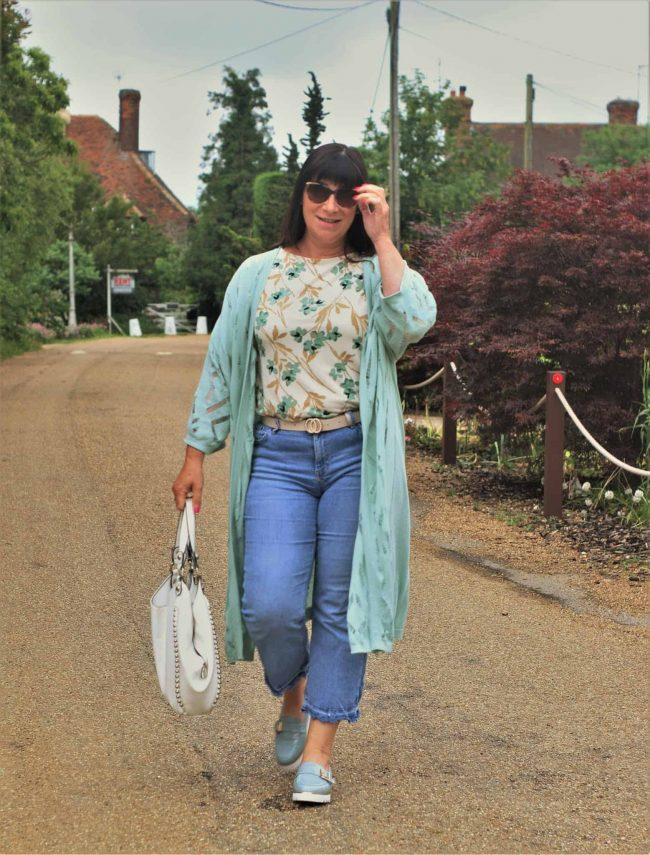 Jacqui of Mumma B Stylish in jeans, loafers, floral top and midi length cardigan became Top of the World Style Winner