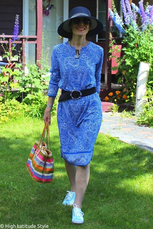 style blogger in paisley print tunic dress
