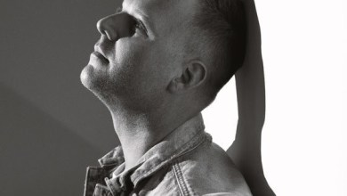 "Photo of Matthew West – ""The God Who Stays"""