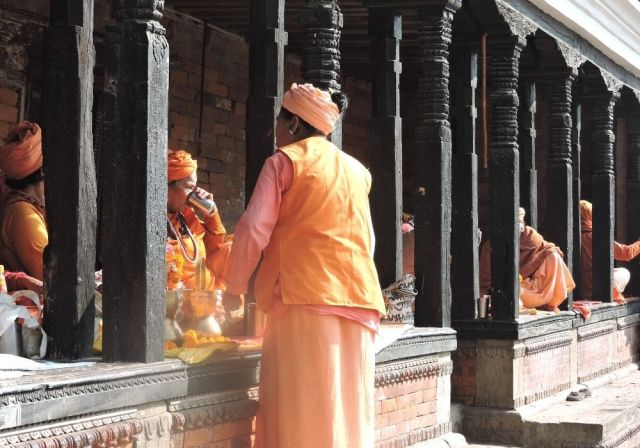 Devotees and priests at Pashupatinath Temple