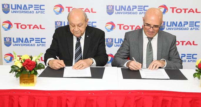 Más de 400 paneles solares instalará TOTAL Dominicana en el Campus Principal de UNAPEC