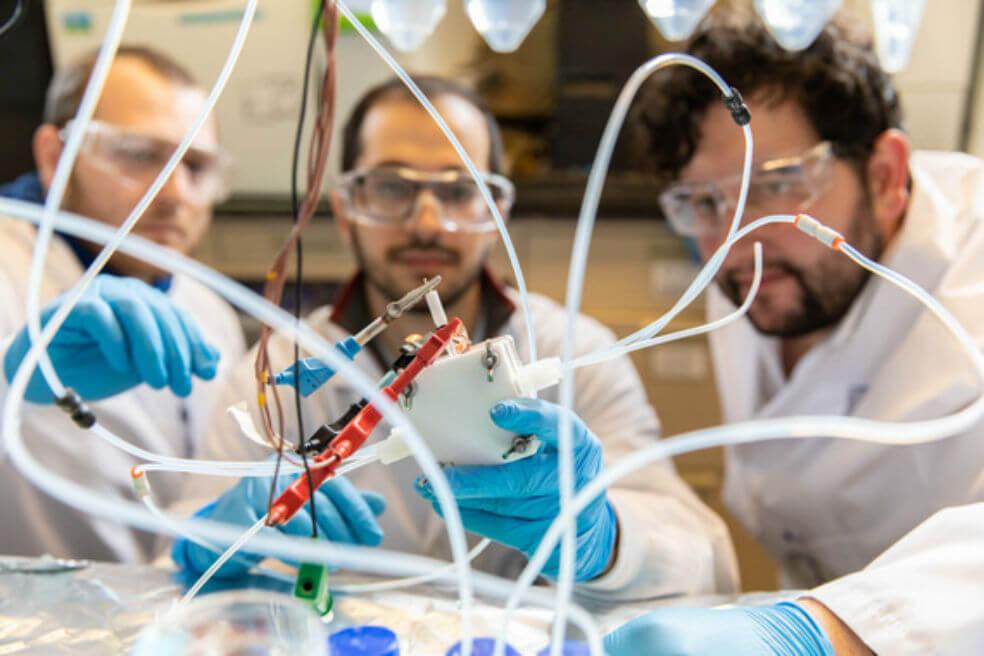 Científicos investigan método para transformar gases de efecto invernadero en combustible